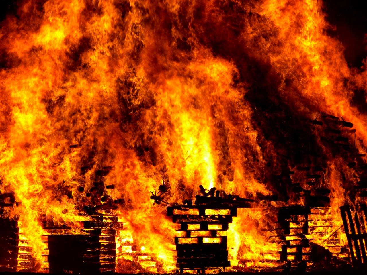 Maison qui brûle